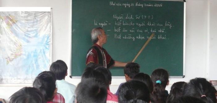 Xin Trợ Giúp Học bổng cho 40 EM HS nghèo – Gia đình Di Dân